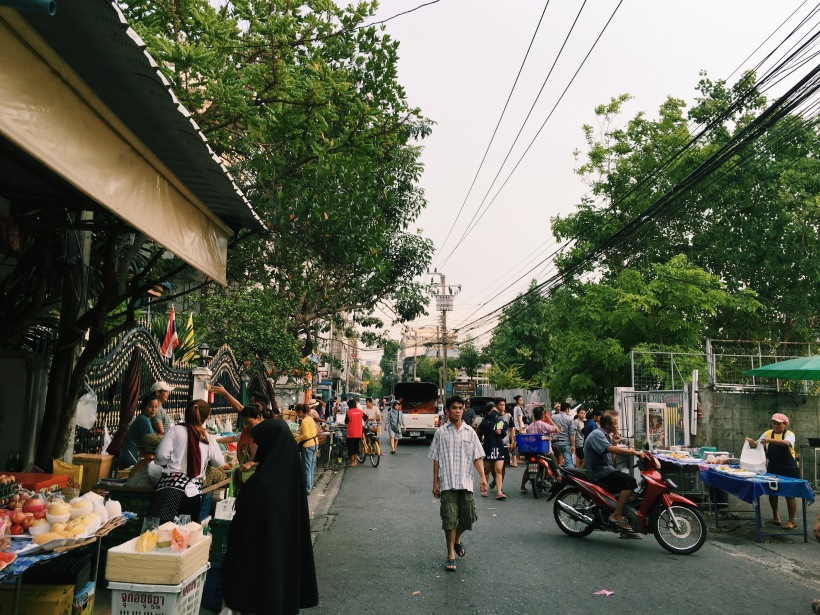The happenings of my temporary Bangkok neighborhood.